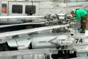 SH-60S_bladesFolded