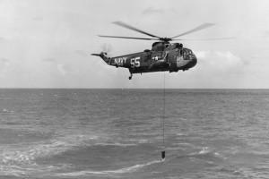 SH-3A_Sea_King_of_HS-2_deploying_AQS-13_sonar