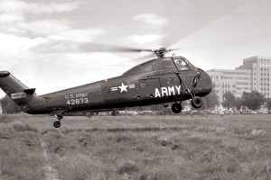 CH-34A_landing_at_Fitzsimons_Army_hospital