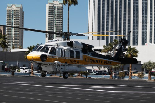 The Los Angeles County Fire Department S-70A Firehawk ship #15 (N15LA) departs the Las Vegas Convention Center in Las Vegas, Nevada, on Friday, March 2, 2018, after the conclusion of the HAI Heli-Expo 2018. AHS photo by Ian V. Frain. CC-BY-SA