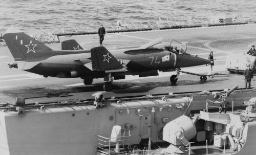 Yak-38_Forger_wings_folded.jpg
