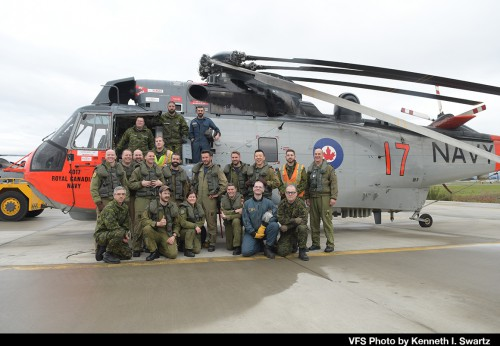 Sikorsky-CH-124_RCAF-12417-Aircrew_YYJ-Victoria_20181201_DSC_8304_VFS-Photo-by-Kenneth-I-Swartz.jpg