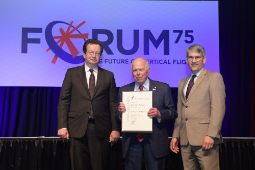 VFS Honorary Fellow Prof Peretz Friedmann with R. Garavaglia & M. Hirschberg during the Forum 75 Grand Awards Banquet, Wednesday evening, May 15, 2019. (VFS photo by Kenneth I. Swartz. CC-BY-SA 4.0)