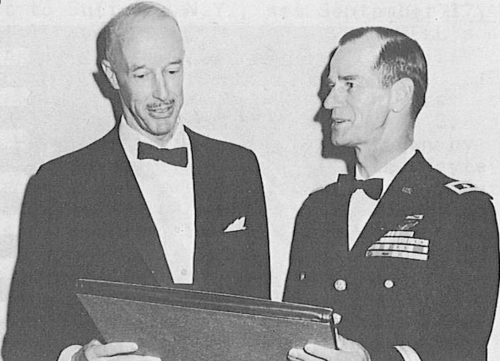 BartramKelley-Awards-Bell-to-Easterbrook-Comm-AAC-Forum17-1961.png